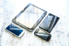 Divers smartphones et PCs de Tablette Photos stock