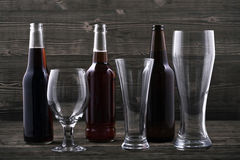 Divers types bière et verres de bière Image stock