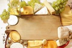 Divers types de fromage avec le fond vide de l'espace Photographie stock
