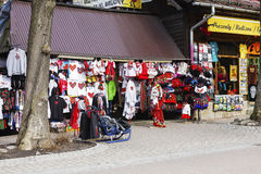 Divers vêtements offerts en vente dans Zakopane Photo stock