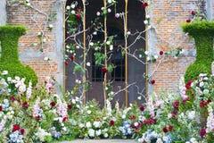 Divers van de uitstekende stijl van de bloemendecoratie zoals voor huwelijksceremonie stock fotografie