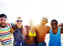 Divers van het de Pretstrand van Mensenvrienden de Zomerconcept Plakkend Stock Foto's