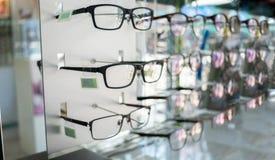 Divers van oogglazen in de winkel Selectieve nadruk Stock Foto