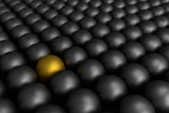 Diversa bola de oro entre bolas negras, representación 3d Imagen de archivo libre de regalías