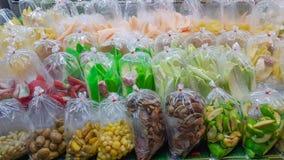 Diversa clase de frutas llenas tailandesas listas para servir imagen de archivo