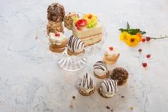 Diversa composición de las tortas Fotos de archivo libres de regalías