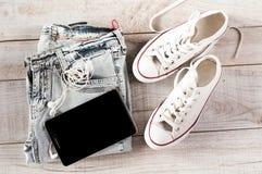 Diversa de los objetos persona joven moderna fot Imagen de archivo