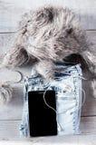 Diversa de los objetos persona joven moderna fot Tableta, auriculares, Imagen de archivo libre de regalías