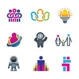 Diversa gente creativa que obra recíprocamente y que crea la diversión y las ideas innovadoras para el mundo social futuro de la  Imágenes de archivo libres de regalías