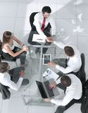 Diversa gente di affari su una riunione fotografie stock libere da diritti