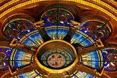 Diversa iluminación de la noche del milenio de la catedral de Timisoara fotos de archivo libres de regalías