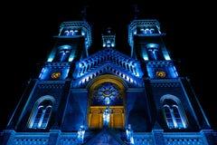 Diversa iluminación de la noche del milenio de la catedral de Timisoara fotografía de archivo libre de regalías