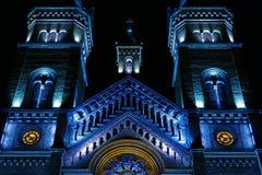 Diversa iluminación de la noche del milenio de la catedral de Timisoara fotografía de archivo