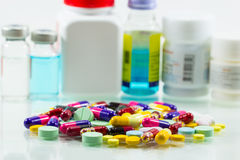 Diversa mezcla del montón de la cápsula de las píldoras de las tabletas Fotografía de archivo libre de regalías