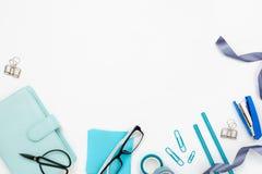 Diversa oficina y herramientas inmóviles en blanco Imagen de archivo libre de regalías