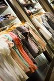 Diversa ropa en un almacén Imagen de archivo libre de regalías