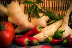 Diversa tabla de cocina de las verduras de las pequeñas pimientas Imagen de archivo libre de regalías