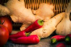 Diversa tabla de cocina de las verduras de las pequeñas pimientas Foto de archivo libre de regalías