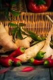 Diversa tabla de cocina de las verduras de las pequeñas pimientas Fotos de archivo