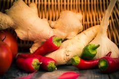 Diversa tabla de cocina de las verduras de las pequeñas pimientas Imagenes de archivo