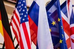 Diversas banderas de diversos estados Imagen de archivo