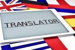 Diversas banderas y el traductor de la palabra en la pantalla de una tabla Fotos de archivo libres de regalías