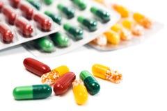 Diversas cápsulas con las medicaciones Fotografía de archivo