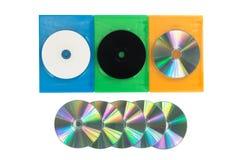 Diversas caixas coloridas de DVD/CD no fundo branco isolado imagens de stock royalty free