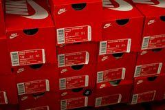 Diversas caixas de sapata de Nike imagem de stock royalty free