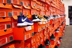 Diversas caixas de sapata de Nike imagens de stock royalty free