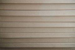 Diversas cajas de cartón de Brown dispuestas en pila Textura Fondo Cinta montada Bolsos del transporte Foto de archivo