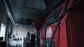 Diversas calderas del combustible sólido en sitio Concepto de los ahorros de la energía almacen de metraje de vídeo