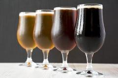 Diversas cervezas, vista lateral Primer foto de archivo libre de regalías