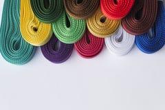 Diversas cintas coloreadas en el fondo blanco Foto del primer imagen de archivo libre de regalías