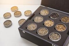Diversas clases de café en caja Imagen de archivo