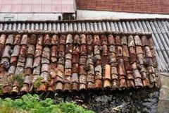 Diversas cubiertas de tejado en edificios más viejos fotografía de archivo libre de regalías