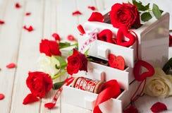 Diversas decoraciones para el día de tarjeta del día de San Valentín Fotografía de archivo libre de regalías
