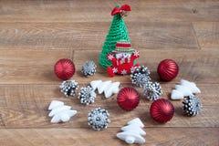 Diversas decoraciones para la celebración de la Navidad y del Año Nuevo Días de fiesta de la tradición Foto de archivo libre de regalías