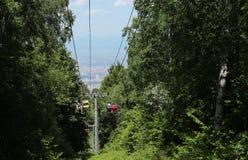 Diversas direcciones-para arriba y abajo a la montaña Fotos de archivo