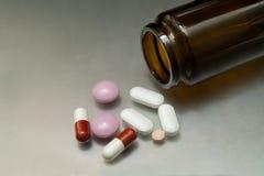 Diversas drogas y píldoras imagen de archivo