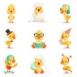 Diversas emociones y situaciones del pequeño anadón amarillo fijadas de los ejemplos lindos de Emoji Foto de archivo libre de regalías