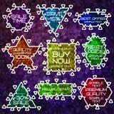 Diversas etiquetas engomadas brillantes de la venta de la forma con el triángulo Imagenes de archivo