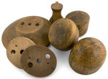 Diversas formas do chapéu redondas fizeram da madeira por um chapeleiro fotos de stock royalty free