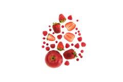 Diversas frutas y bayas rojas orgánicas Fotos de archivo libres de regalías