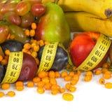 Diversas frutas y centímetros de primer Imagen de archivo