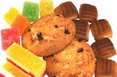 Diversas galletas con los dulces Imagen de archivo