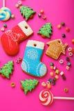 Diversas galletas de la Navidad y caramelo multicolor mezclado Fotografía de archivo