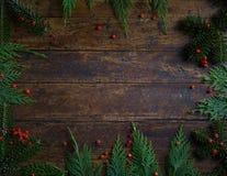 Diversas galletas para los niños con símbolos de la Navidad en su ENV Fotografía de archivo
