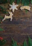 Diversas galletas para los niños con símbolos de la Navidad en su ENV Fotografía de archivo libre de regalías