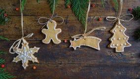 Diversas galletas para los niños con símbolos de la Navidad en su ENV Imagen de archivo